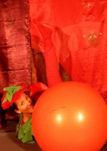 Spectacle petite enfance La Tomate lève la jambe